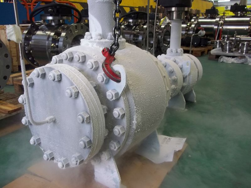 Cryogenic (-150°C) trunnion ball valves with stem extension
