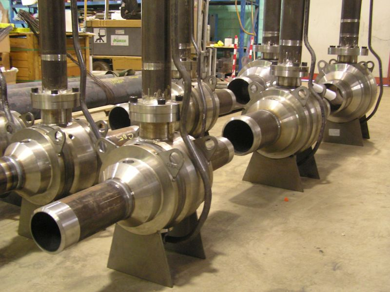 Fully welded ball valves with stem extension for below ground service