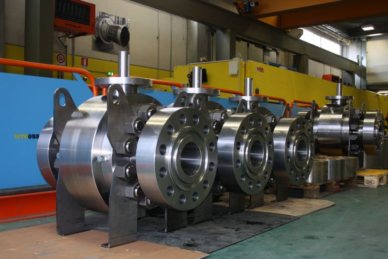High pressure trunnion ball valves